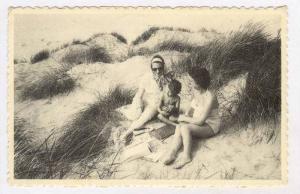 two women & boy at Beach, Belgium, PU-1965, Le Salon ou l'on cause,Vrolijk sa...
