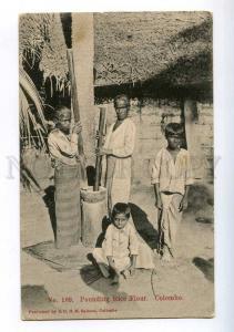 213912 CEYLON COLOMBO Pounding Rice Flour Vintage postcard