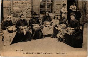 CPA St-Bonnet-le-Chateau Dentelliéres (688203)