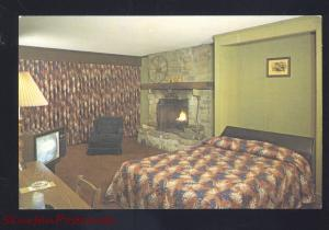 NASHVILLE INDIANA BROWN COUNTY RAMADA INN MOTEL INTERIOR VINTAGE POSTCARD