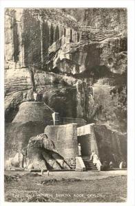 RP  The Lion's Mouth, Sigiriya Rock , Ceylon, PU-1960