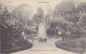 Jardin De l'Hotel De Ville- Le Jet D'Eau, Toul (Meurthe-et-Moselle), France, ...