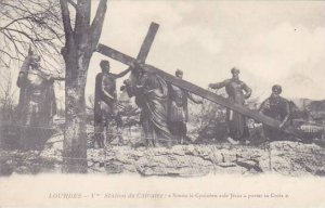 France Lourdes Station du Calvaire Simon le Cyreneen aide Jesus a porter sa C...