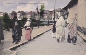 BOSNIEN , Turkische Madchen auf der Strasse , 00-10s