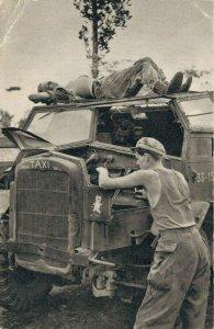 Indonesia - Moeilijkheden met de motor onderweg 1950s 04.54