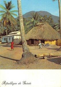 MIN0593 guinea kakoulima bondekori village palmtrees traditional houses