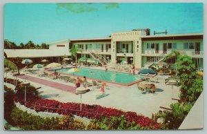 Miami Florida~Vagabond Mont~Pool Area~Vintage Postcard
