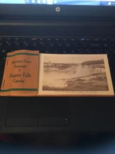 Miniature View Souvenir of Niagara falls Canada 12 postcards & Minis