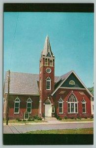 Harrington Delaware~Trinity Methodist Church Street View~Vintage Postcard