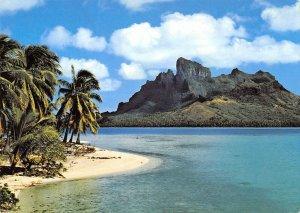 MIN0180 bora bora island palmtree shore beach ocean pacific