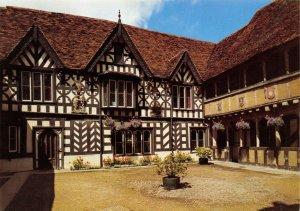 Postcard, Lord Leycester Hospital, The Courtyard, Warwick, Warwickshire 98Y