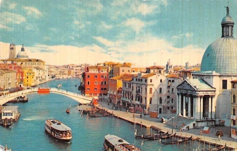 Italy Venezia Ponte degli Scalzi, The Bridge of the Scalzi Boats Bateaux