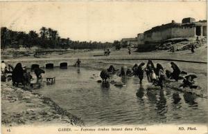 CPA ND 14 Gabes- Femmes arabes lavant dans l'Oued TUNISIE (799034)