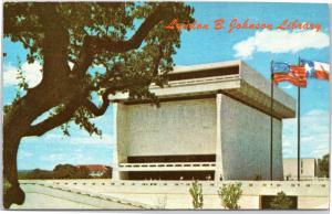 postcard  TX Lyndon B. Johnson Library - exterior view