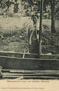 indonesia, CELEBES SULAWESI MAKASSAR, Native Woman Rice Pounder (1910s) Postcard