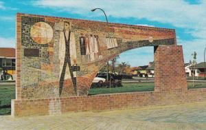 Mosaic Arch, Brick Structure, Park, Medicine Hat, Alberta, Canada, 60´s-80´s
