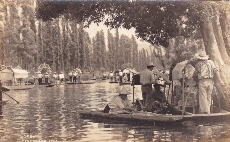 RP: XOCHIMILCO, Mexico, 1940s: Farmers on the Canals