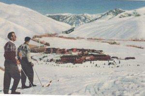 SUN VALLEY , Idaho , 1930-40s ; Skiers & Lodge