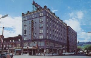 Sacajawe Inn Hotel~ La Grande Oregon Highway 30 Hotels ~ c1960s Postcard