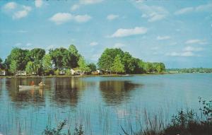 MANIWAKI, Quebec, Canada, PU-1988; Motel De Ville, Lake, Men Fishing