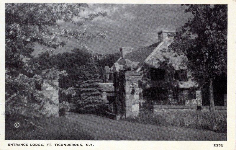 [ Photo-Gloss ] US NY Fort Ticonderoga - Entrance Lodge (B/W)