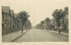 Postcard England Kettering the Broadway