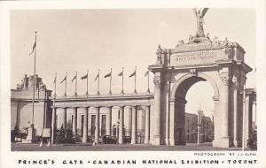 RP : C.N.E. , Toronto , Ontario , Canada , 20-40s ; Princes Gate