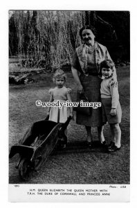 r2453 - Prince Charles,  Princess Anne & Queen Mother in the Garden - postcard
