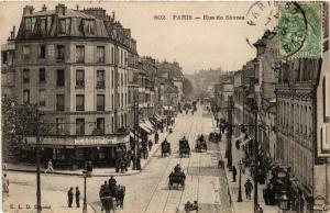CPA PARIS (7e) Rue de Sevres (534964)
