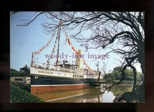 FE2915 - Paddle Steamer - Medway Queen at Binfield , Isle of Wight - postcard