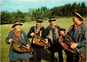 CPM Folklore Auvergnat La Bourreio deu Brayeux France Folklore (732341)