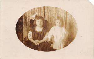 Berlin WI~Can You Guess Who Is Who? Little & Littler Sisters in Oval RPPC 1909