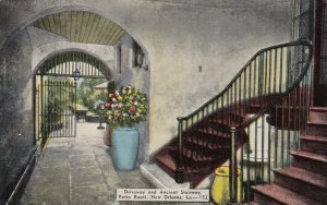 NEW ORLEANS , Louisiana , 1900-10s ; Driveway & Ancient Stairway, Patio Royal
