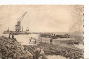 Postal 028237 : Dijkbouw Z. Flevoland, Het storten van basaltstenen op een zi...