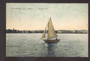 TRAVERSE CITY MICHIGAN ON THE BAY SAILBOAT BOAT ANTIQUE VINTAGE POSTCARD