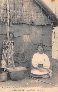 Madagascar Antsiranana, Diego-Suarez - Jeune Fillettet pilant le riz