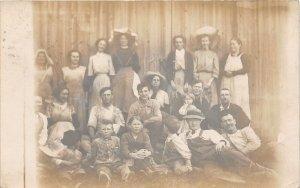 G22/ East Bloomfield New York RPPC Postcard c1910 Hop Pickers Farm Occupational