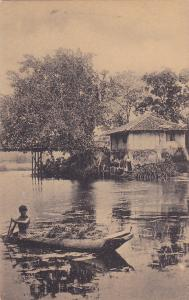 Villager in Canoe , CEYLON , 00-10s