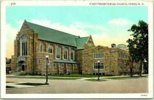 Fargo, North Dakota Postcard FIRST PRESBYTERIAN CHURCH Street View Linen 1940