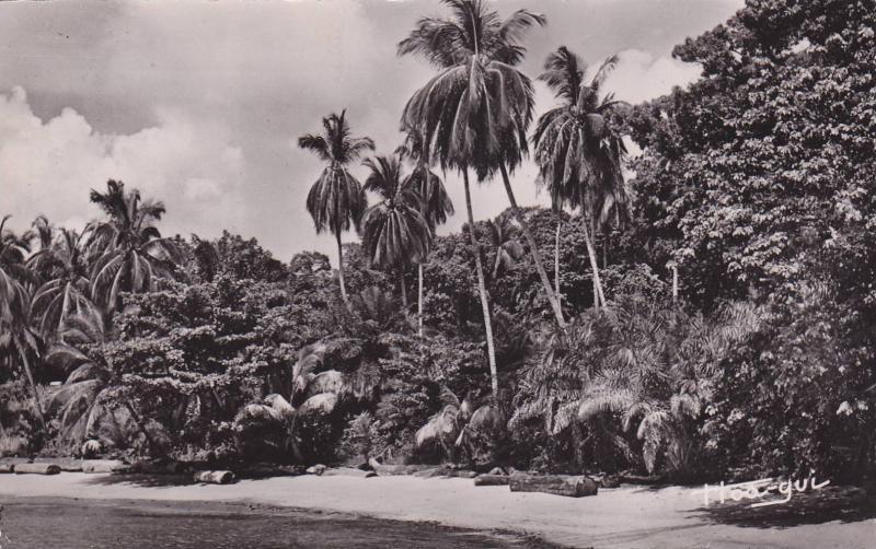 RP: GABON , PU-1951 : Libreville , La Plage de Glass
