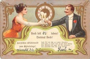 US3433 Hoch Foli Leben ! Dreimal Hoch, Couple Cheering New Year Clock greetings