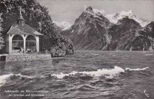Switzerland Tellskapelle am Vierwaldstaettersee mit Gitschen und Urirotstock ...