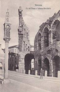 Italy Verona Alla dell' Arena e Colonna Mercatoria