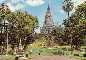 PHNOM-PENH (Cambodge) , 1967 ; Floral Clock & Ruins