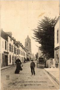CPA Le Bourg-de-Batz La Grande Rue et l'Eglise (610922)