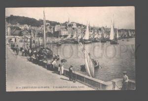 082567 FRANCE Trouville-sur-Mer L'Avant-Port a maree haute Old