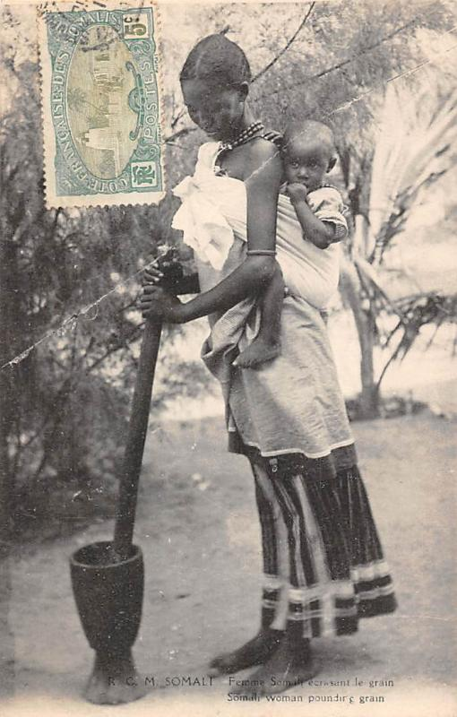 Somali Woman pounding grain, with baby bebe enfant, Femme