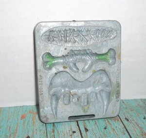 Vintage Thingmaker Fright Factory Mold Plate Dracula Teeth Fangs Bone Scar 1966