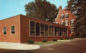 Providence, RI, Bryant College, New Classroom, Chrome Vintage Postcard g9009