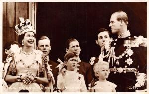 Queen and Royal Family on the Balcony, Elizabeth II, Philip, Children, Royalty
